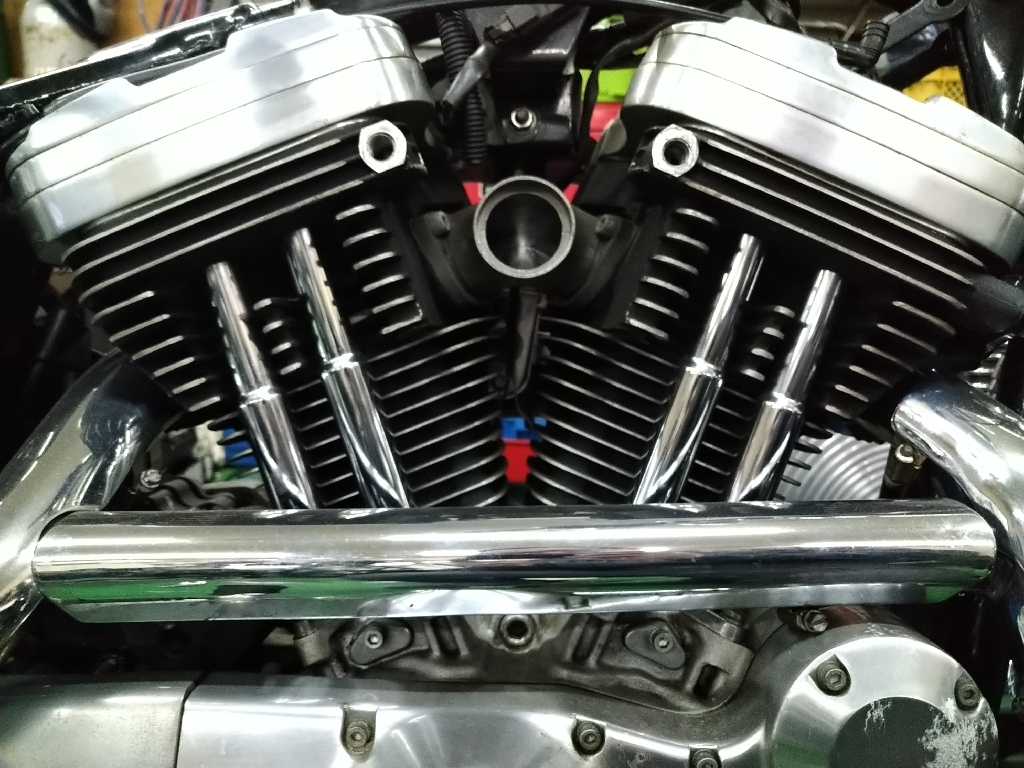 evoスポーツのエンジンを正面から見た写真